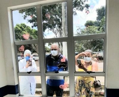 Através do Janela da Vida, filhos podem ver os pais internados no HEA para tratamento da Covid-19
