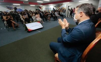 Nesta sexta (16), o governador Renan Filho deu posse aos 85 aprovados no concurso público da Sefaz/AL