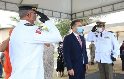 O governador Renan Filho participou, nesta manhã, da troca de comando entre o antigo comandante-geral, coronel Marcos Sampaio Lima, e o coronel Bittencourt